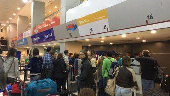 tras mas de doce horas de espera, flybondi reubico a los pasajeros varados