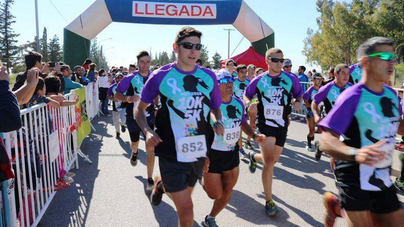 Unos 300 corredores se sumaron a la carrera solidaria contra el cáncer de cuello uterino