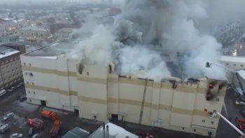 Ya son más de 60 los muertos por el incendio de un shopping