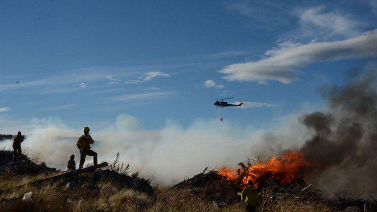 Voraz incendio en el basural de Junín de los Andes