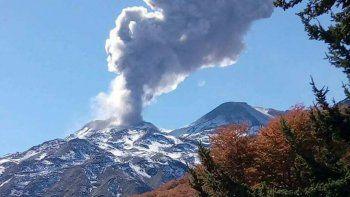 volcan chillan: crece la actividad y mantienen alerta naranja