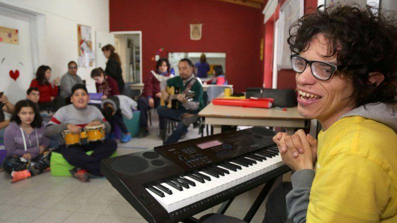 El pianista autista de Plottier tocará en el Monumento