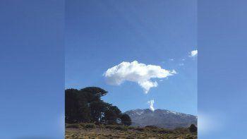 Alerta amarilla: el volcán Copahue sorprendió con una fumarola