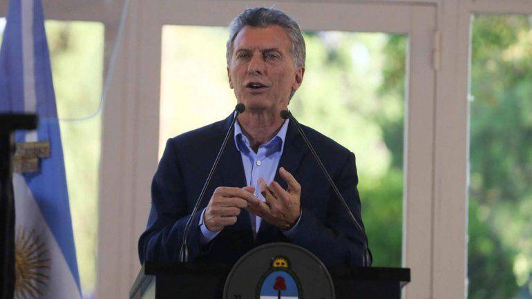 Mauricio Macri anunció que pidió apoyo financiero al FMI