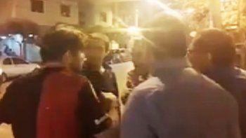 Tensa discusión entre Pechi Quiroga y vecinos al salir de la Muni