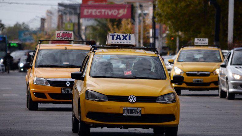 Aumentan los taxis un 4% y evalúan otra suba del cole