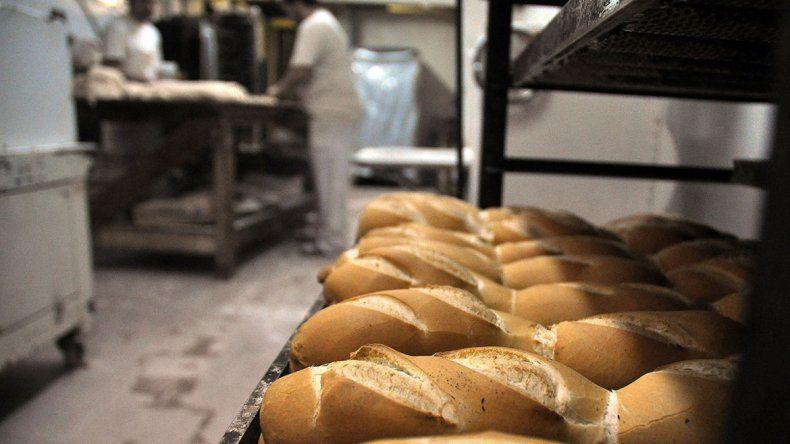 Panaderos en jaque: la harina se fue por las nubes y no hay entrega