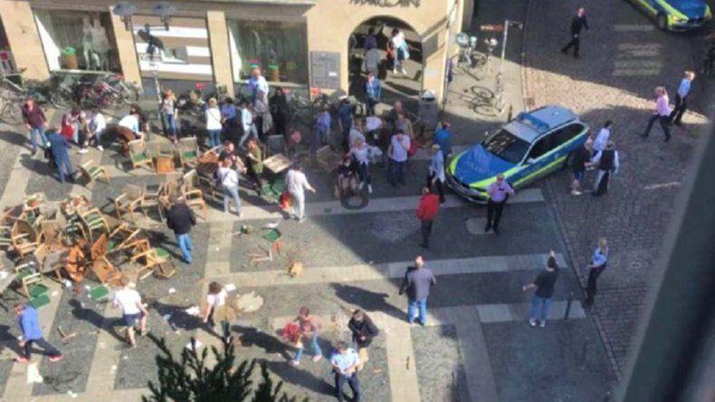 Una camioneta atropelló y mató a cuatro peatones: creen que sería un atentado