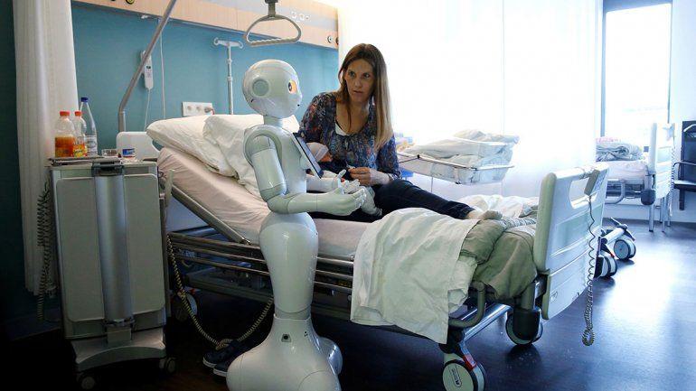 A falta de médicos, nunca está de más un buen robot