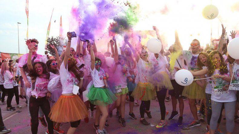 La Holi Corre le pone color al Paseo de la Costa