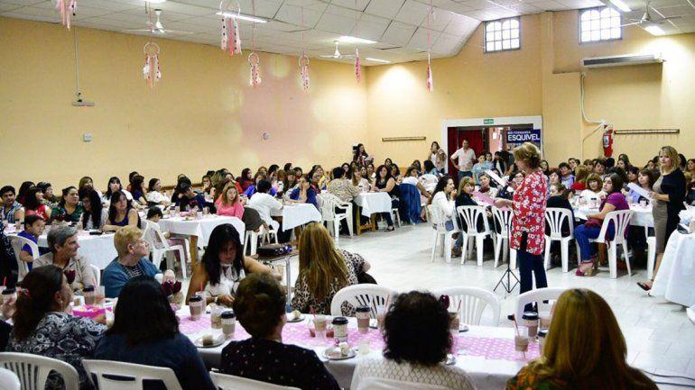 Más de 200 mujeres fueron agasajadas en Plottier