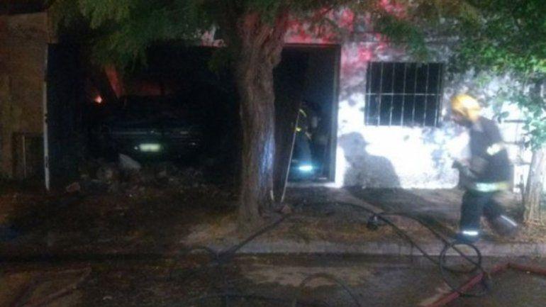 Asesinó a su familia e incendió la casa para borrar la evidencia