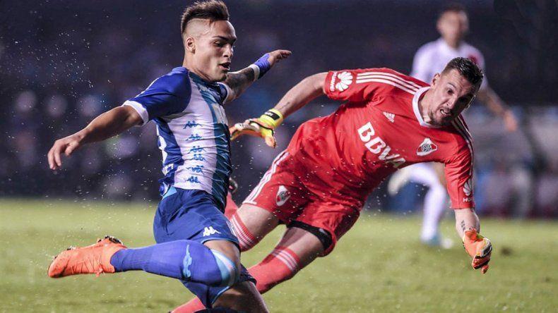 Gracias a la gran labor de Armani y a los goles de Borré y Palacios (ambos desde el banco)