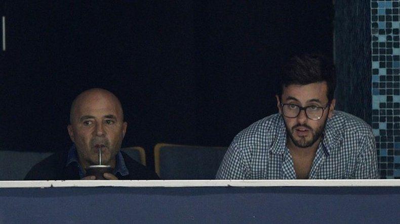 Sampaoli vio atento el partido desde el palco