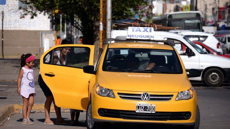 Los dueños de los taxis dicen que la tarifa subirá un 15%