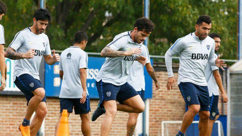 Gago y Tevez en el entrenamiento de ayer por la mañana.
