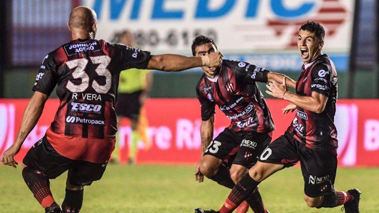Patronato festejó como un campeonato el gol del empate ante el Arse.