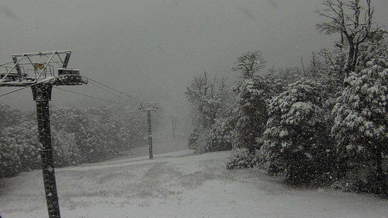 Se anticipó el invierno: Chapelco ya se vistió de blanco