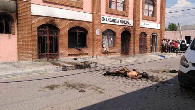 Los cuerpos quedaron calcinados en la puerta de la Comandancia Municipal (la comisaría del municipio). No hay ningún detenido por estos crímenes.