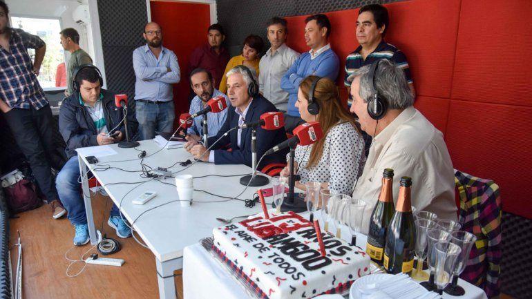 Los integrantes del staff de la radio celebraron a lo grande.