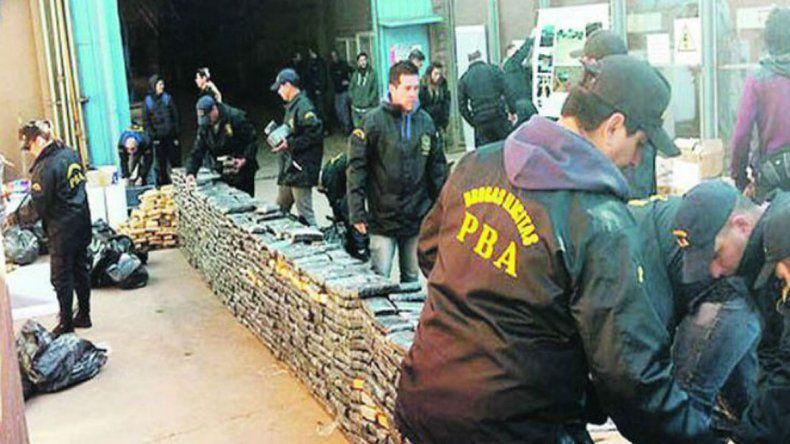 Caen 8 policías por la droga que se comieron los ratones