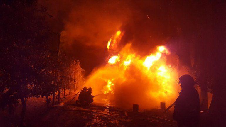 Impresionante incendio en la chacra de Javier Bertoldi: investigan si fue intencional