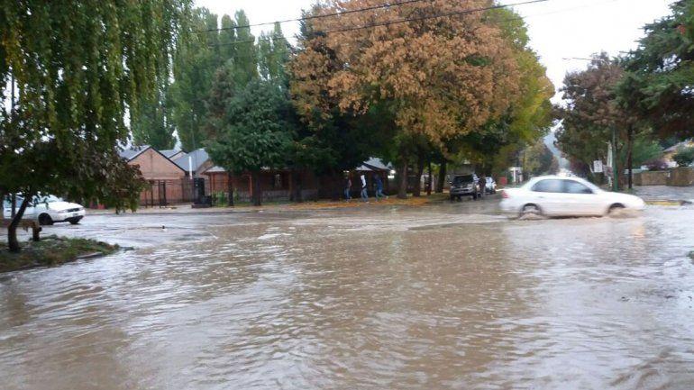 El agua inundó a Junín de los Andes: cayeron 67 milímetros en un día