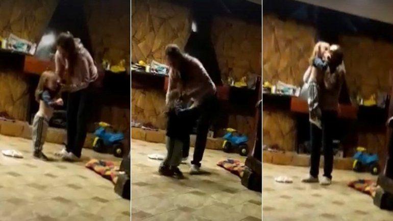 Fue la niñera del pequeño quien filmó el video mientras presencia el cruel acto.
