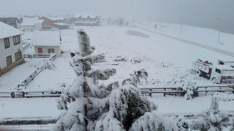 La nieve llegó antes y dejó rutas y pasos intransitables