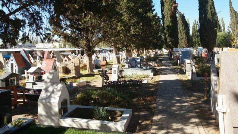 Increíble: denuncian que en el cementerio canjean nichos por costillares