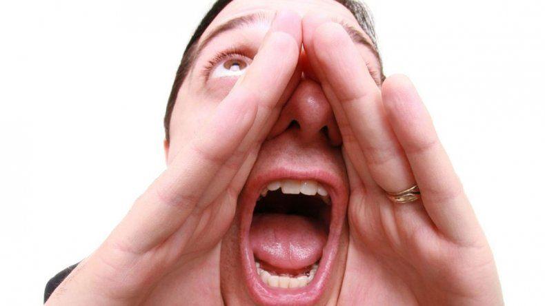 Uno de cada tres adultos usa la voz como principal herramienta de trabajo. Y la mitad de ellos consultan en algún momento a un especialista por modificaciones derivadas por el mal uso.