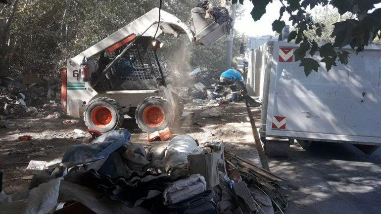 En Valentina Sur limpian, pero los basurales no se terminan