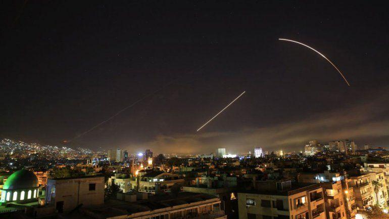 A los pocos minutos del ataque, comenzaron a funcionar los equipos antiaéreos para evitar que los misiles estadounidenses golpearan la capital.