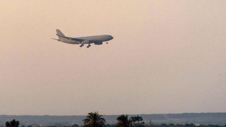 Tras el ataque, un avión militar de Reino Unido aterriza en una base británica cerca de Chipre.