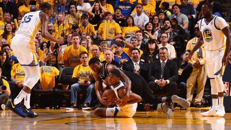 Los Spurs sufren una dura derrota ante los Warriors