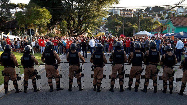 Curitiba sufre caos por Lula y quiere que lo trasladen