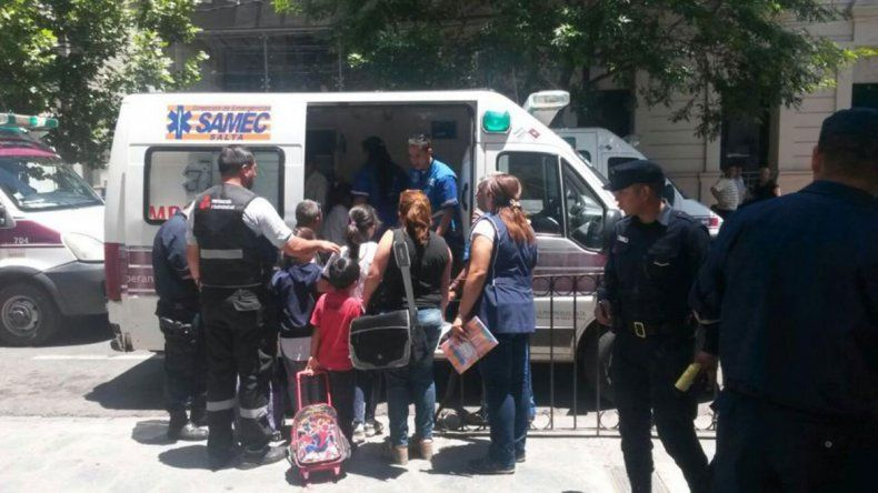 Doce nenes intoxicados en el comedor de la escuela