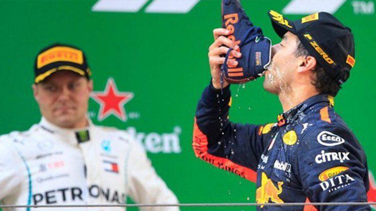 Ricciardo ganó una caótica carrera en China
