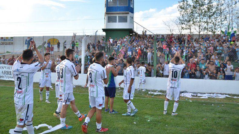 La gente reconoció el gran torneo del equipo pese a la derrota en la final.