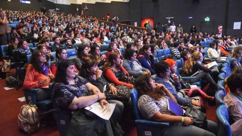 El primer foro sobre Infancia Trans colmó el Cine Teatro Español