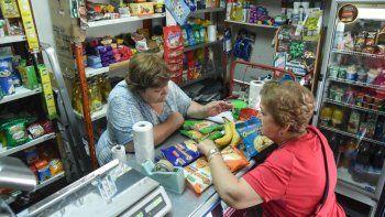 almaceneros se sostienen con ventas de a puchitos