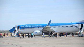 aerolineas argentinas suspendio todos los vuelos del lunes