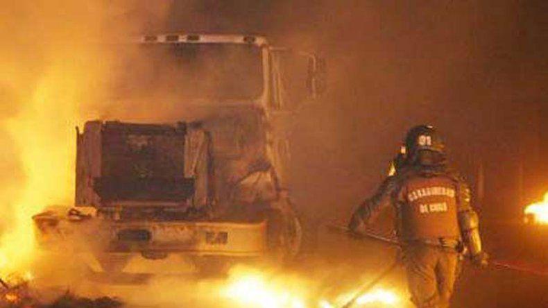 16 camiones incendiados en Chile por mapuches