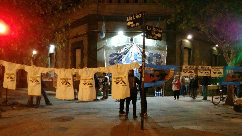 Caos en el centro: docentes bloquean Casa de Gobierno