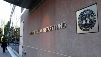 el fmi preve mas inflacion y una baja del crecimiento