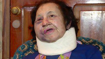 La mujer tiene 88 años. Le robaron 80 mil pesos, 300 dólares y joyas.