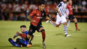 El lunes por la noche ante Talleres, el neuquino ingresó antes de terminar el primer tiempo por el portugués Luis Leal, que tiene una lesión muscular.