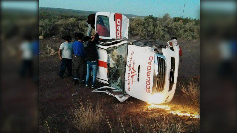 Heridos leves en un fuerte choque entre una camioneta y un auto en Añelo