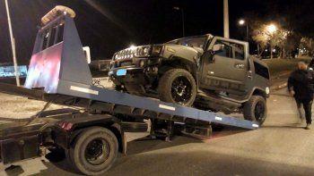 detuvieron a dos borrachos al volante: uno iba en una hummer y otra en contramano