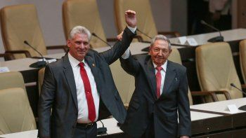 Miguel Díaz-Canel fue ovacionado, al igual que Raúl Castro, el ahora ex presidente cubano.